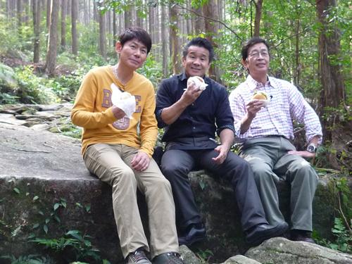 三ツ木さん・村野さん・渡嘉敷さん バーガー試食