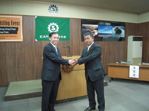 新しく部長に就任した加藤さん(写真右)